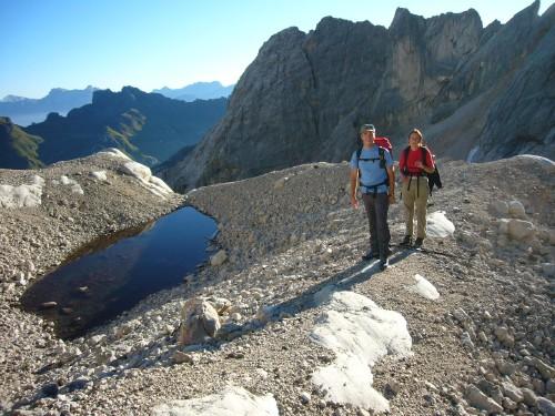 Foto: hofchri / Klettersteig Tour / Marmolada (3343m) - Westgrat Klettersteig (Hans Seyffert Weg) / Da hat man schon einen guten Vorsprung, bis die Anderen von der Seilbahnstation bis hierher absteigen! / 14.02.2009 16:09:29