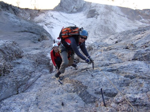 Foto: hofchri / Klettersteig Tour / Marmolada (3343m) - Westgrat Klettersteig (Hans Seyffert Weg) / Einstieg in den Westgrat-Klettersteig (B/C) / 14.02.2009 16:11:09
