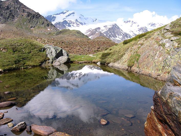 Foto: Andreas Koller / Wander Tour / Aus dem Martelltal auf die Köllkuppe (3330m)  / Seenaugen im Anstieg gegen zufallspitzen (3757 m) / 18.09.2008 21:48:12
