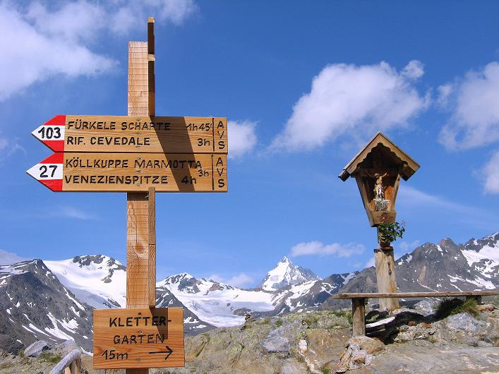 Foto: Andreas Koller / Wander Tour / Aus dem Martelltal auf die Köllkuppe (3330m)  / Wegweiser bei der Marteller Hütte / 18.09.2008 21:42:13