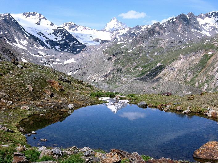 Foto: Andreas Koller / Wander Tour / Aus dem Martelltal auf die Köllkuppe (3330m)  / In der Konzenlacke spiegelt sich die Königspitze (3859 m) / 18.09.2008 21:41:49
