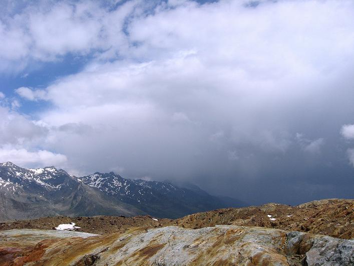 Foto: Andreas Koller / Wander Tour / Aus dem Martelltal auf die Köllkuppe (3330m)  / Gewitterstimmung über dem Martelltal / 18.09.2008 21:35:56