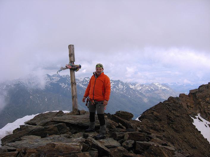 Foto: Andreas Koller / Wander Tour / Aus dem Martelltal auf die Köllkuppe (3330m)  / Beim Gipfelkreuz der Köllkuppe / 18.09.2008 21:31:24