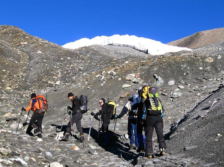 Foto: Andreas Koller / Wander Tour / Dzo Jongo (6217m) / Anstieg im Schutt unter der Gletscherzunge / 18.09.2008 22:49:55