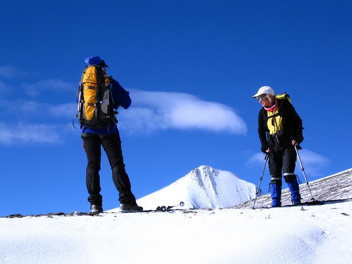 Foto: Andreas Koller / Wander Tour / Dzo Jongo (6217m) / Rast mit Blick auf den Gapo Ri (6090 m) / 18.09.2008 22:45:20