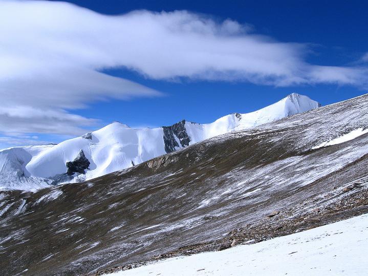 Foto: Andreas Koller / Wander Tour / Dzo Jongo (6217m) / Der Gapo Ri (6090 m) lugt hervor / 18.09.2008 22:44:28