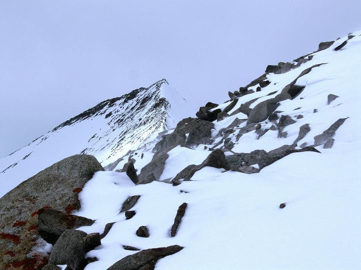 Foto: Andreas Koller / Wander Tour / Dzo Jongo (6217m) / Aus der Gipfelflanke Blick auf den Westgipfel / 18.09.2008 22:39:44
