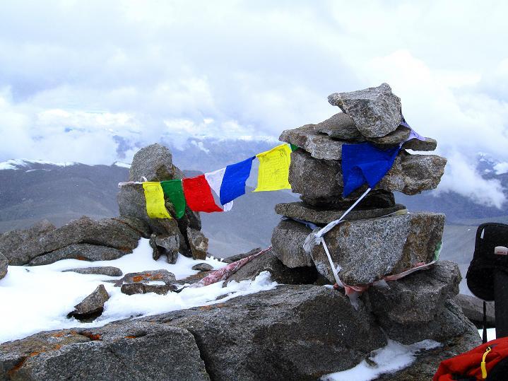 Foto: Andreas Koller / Wander Tour / Dzo Jongo (6217m) / Am kleinen Gipfel / 18.09.2008 22:38:07
