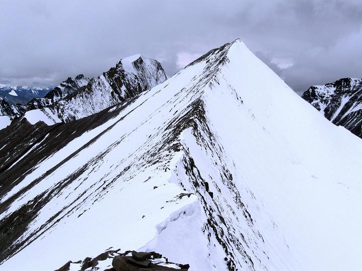 Foto: Andreas Koller / Wander Tour / Dzo Jongo (6217m) / Blick zum etwa gleich hohen Westgipfel / 18.09.2008 22:37:45