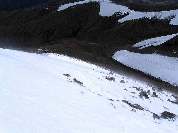 Foto: Andreas Koller / Wander Tour / Dzo Jongo (6217m) / In der S-Flanke bei starkem Wind / 18.09.2008 22:35:58