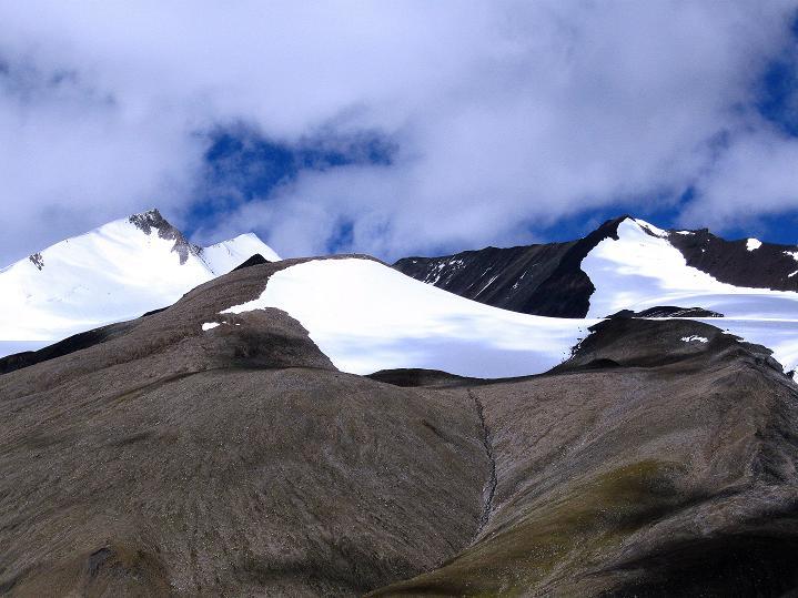 Foto: Andreas Koller / Wander Tour / Aussichtsgipfel Uatse Ri (5673m) / Dzo Jongo (6217 m), Theny Ri (5765 m), Regoni Malai Ri (6033 m) / 23.09.2008 00:41:52