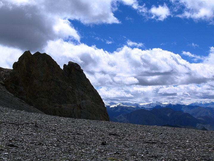 Foto: Andreas Koller / Wander Tour / Aussichtsgipfel Uatse Ri (5673m) / Am flachen Hochplateau unterhalb des Uatse Ri Gipfels / 23.09.2008 00:38:28
