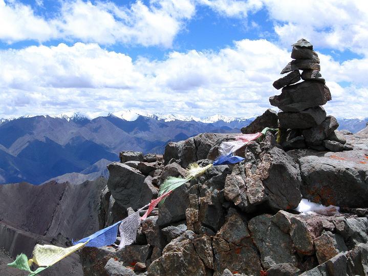 Foto: Andreas Koller / Wander Tour / Aussichtsgipfel Uatse Ri (5673m) / Gipfelsteinmann am Uatse Ri / 23.09.2008 00:35:02