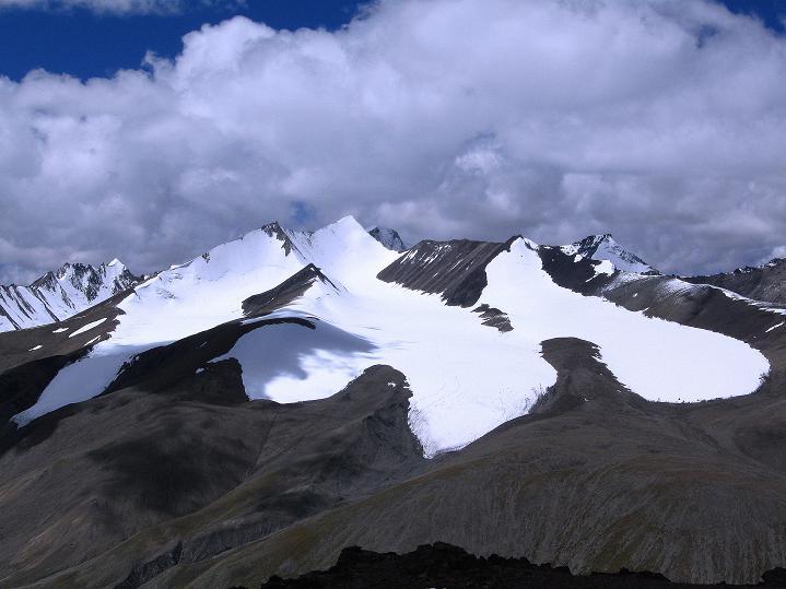 Foto: Andreas Koller / Wander Tour / Aussichtsgipfel Uatse Ri (5673m) / Die Gletscher über Nimaling / 23.09.2008 00:34:28