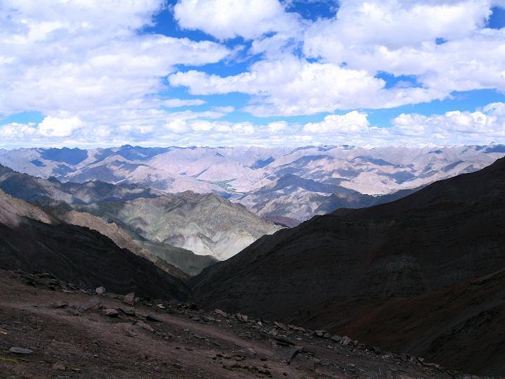 Foto: Andreas Koller / Wander Tour / Aussichtsgipfel Uatse Ri (5673m) / Blick vom Konamru La in die Ladakh Range / 23.09.2008 00:32:27