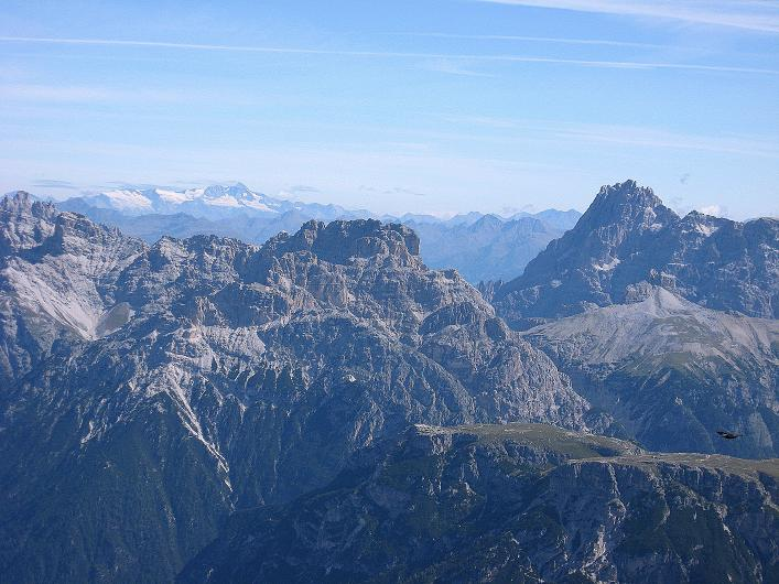 Foto: Andreas Koller / Klettersteig Tour / Ferrata Marino Bianchi - Cristallo di Mezzo (3167 m) / Sextener Dolomiten und im Hintergrund Großglockner (3798 m)  / 23.09.2008 01:38:56