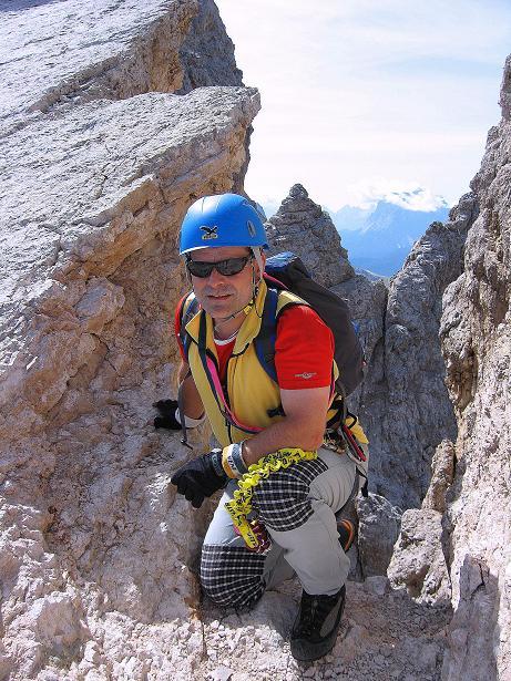 Foto: Andreas Koller / Klettersteig Tour / Ferrata Marino Bianchi - Cristallo di Mezzo (3167 m) / Die kleine Scharte im Grat / 23.09.2008 01:35:32