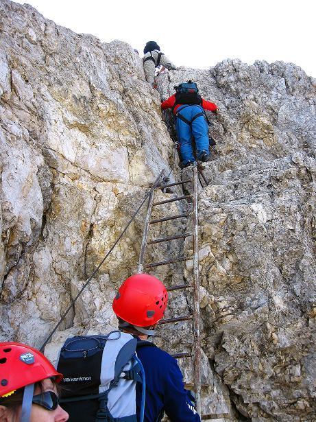 Foto: Andreas Koller / Klettersteig Tour / Ferrata Marino Bianchi - Cristallo di Mezzo (3167 m) / Stau an der Schlüsselstelle / 23.09.2008 01:32:17