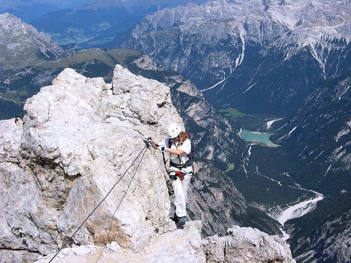 Foto: Andreas Koller / Klettersteig Tour / Ferrata Marino Bianchi - Cristallo di Mezzo (3167 m) / Ausgesetzte Passage im letzten Abschnitt - in der Tiefe der Dürrensee / 23.09.2008 01:30:57