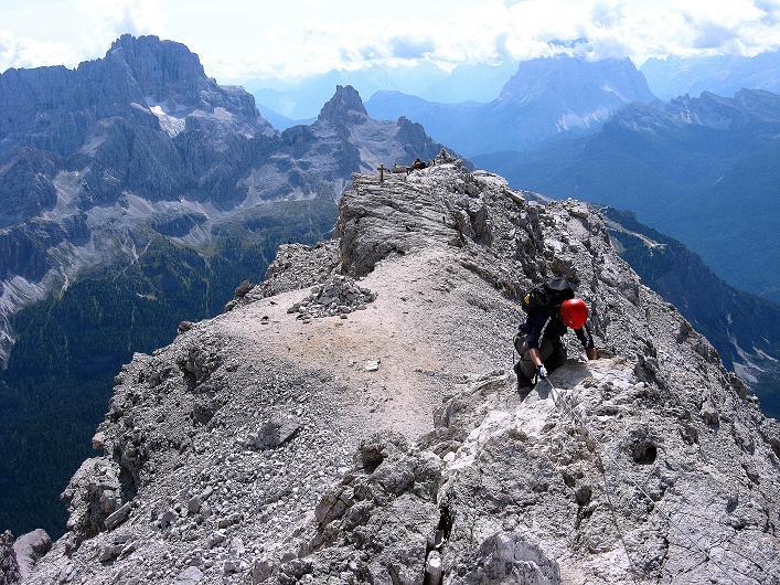 Foto: Andreas Koller / Klettersteig Tour / Ferrata Marino Bianchi - Cristallo di Mezzo (3167 m) / Hinunter zum Gipfelkreuz / 23.09.2008 01:29:54