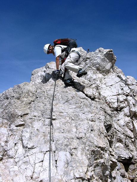 Foto: Andreas Koller / Klettersteig Tour / Ferrata Marino Bianchi - Cristallo di Mezzo (3167 m) / Abklettern vom letzten steilen Felsaufschwung / 23.09.2008 01:29:18