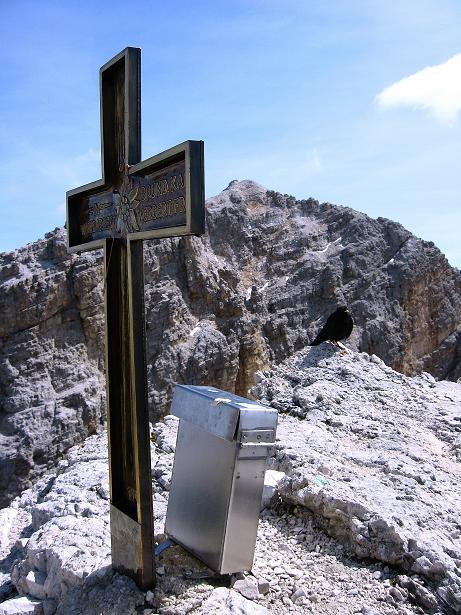 Foto: Andreas Koller / Klettersteig Tour / Ferrata Marino Bianchi - Cristallo di Mezzo (3167 m) / Gipfelkreuz gegen Monte Cristallo (3221 m) / 23.09.2008 01:27:34