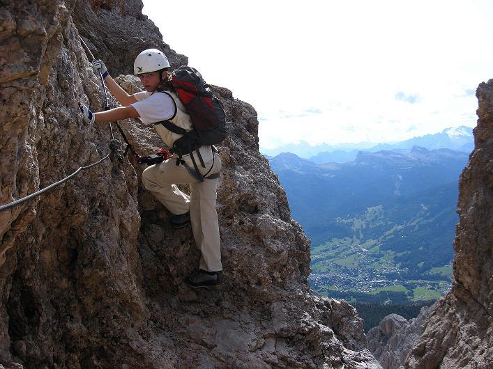 Foto: Andreas Koller / Klettersteig Tour / Ferrata Marino Bianchi - Cristallo di Mezzo (3167 m) / Tiefblick auf Cortina d'Ampezzo / 23.09.2008 01:24:07