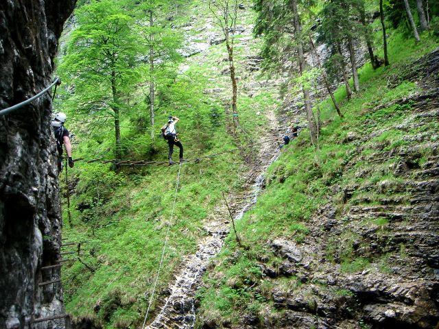 Foto: Manfred Karl / Klettersteig Tour / Klettersteig durch die Postalmklamm / Wasserfallbrücke - jetzt ein Opfer Kyrills / 23.09.2008 17:28:15
