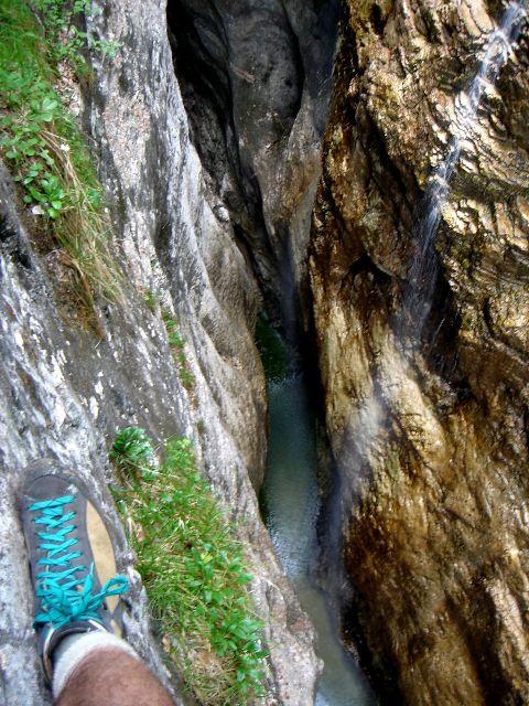 Foto: Manfred Karl / Klettersteig Tour / Klettersteig durch die Postalmklamm / Eindrucksvolle Tiefblicke in der Klamm / 23.09.2008 17:29:25