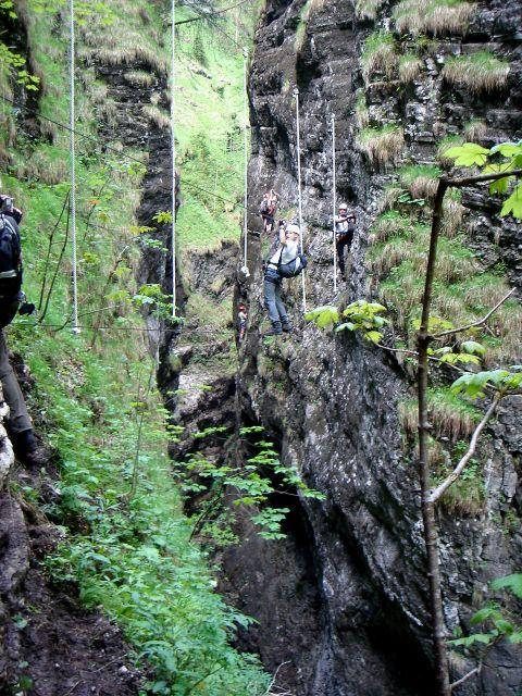 Foto: Manfred Karl / Klettersteig Tour / Klettersteig durch die Postalmklamm / Einseilbrücke mit Hangeltauen / 23.09.2008 17:32:35