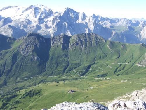 Foto: hofchri / Klettersteig Tour / Piz Boè (3152m), Via ferrata Cesare Piazzetta / die Marmolada, unten liegt das Pordoi-Joch / 03.10.2009 18:34:57