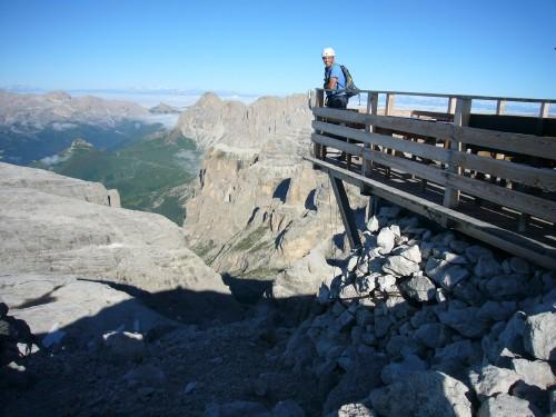 Foto: hofchri / Klettersteig Tour / Piz Boè (3152m), Via ferrata Cesare Piazzetta / die windige Aussichterrasse auf dem Sellastock / 03.10.2009 18:38:08