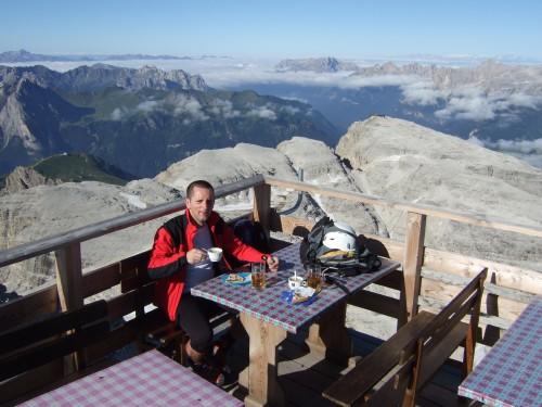 Foto: hofchri / Klettersteig Tour / Piz Boè (3152m), Via ferrata Cesare Piazzetta / luftiges Frühstück auf 3152 m / 03.10.2009 18:36:35