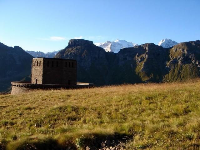 Foto: Manfred Karl / Klettersteig Tour / Piz Boè (3152m), Via ferrata Cesare Piazzetta / Ausgangspunkt ist der Soldatenfriedhof östlich des Pordoijoches / 23.09.2008 19:29:35