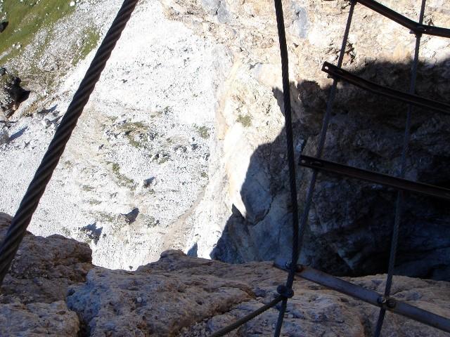 Foto: Manfred Karl / Klettersteig Tour / Piz Boè (3152m), Via ferrata Cesare Piazzetta / Auf der Hängebrücke / 23.09.2008 19:25:25