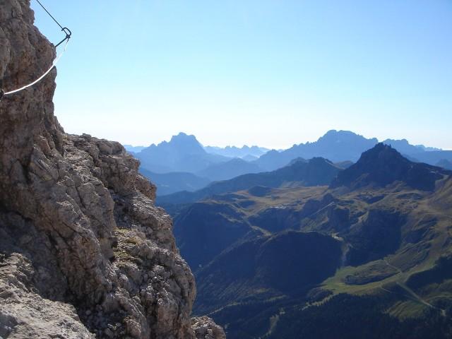 Foto: Manfred Karl / Klettersteig Tour / Piz Boè (3152m), Via ferrata Cesare Piazzetta / Die gesamte Tour bietet phantastische Fernblicke / 23.09.2008 19:24:53