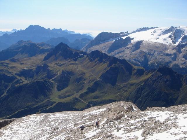 Foto: Manfred Karl / Klettersteig Tour / Piz Boè (3152m), Via ferrata Cesare Piazzetta / Auf dem schuttbedeckten Rücken, der zum Gipfel leitet / 23.09.2008 19:23:52