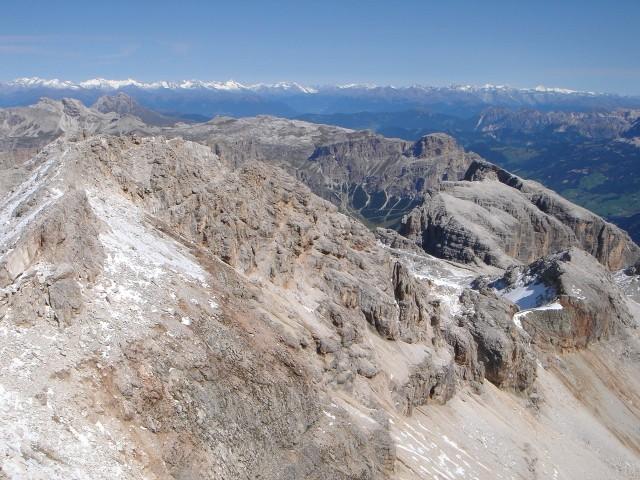 Foto: Manfred Karl / Klettersteig Tour / Piz Boè (3152m), Via ferrata Cesare Piazzetta / Blick über die Cresta Strenta, rechts unten Eisseespitze / 23.09.2008 19:19:24
