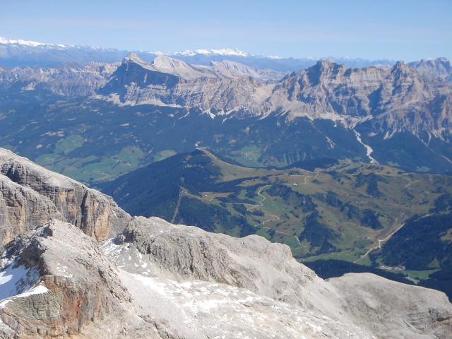 Foto: Manfred Karl / Klettersteig Tour / Piz Boè (3152m), Via ferrata Cesare Piazzetta / Fanesgruppe, ganz im Hintergrund Großglockner / 23.09.2008 19:18:42