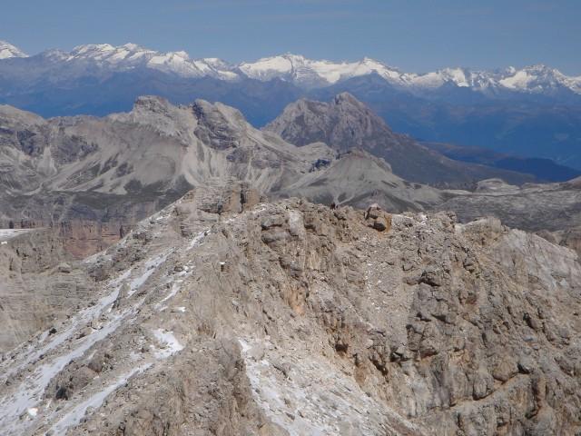 Foto: Manfred Karl / Klettersteig Tour / Piz Boè (3152m), Via ferrata Cesare Piazzetta / Blick zu den Zentralalpen, rechts im Mittelgrund Peitlerkofel / 23.09.2008 19:18:03