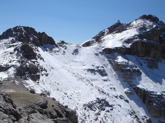Foto: Manfred Karl / Klettersteig Tour / Piz Boè (3152m), Via ferrata Cesare Piazzetta / Eisseespitze und Piz Boè von einem nördlichen Vorgipfel aus gesehen / 23.09.2008 19:14:40