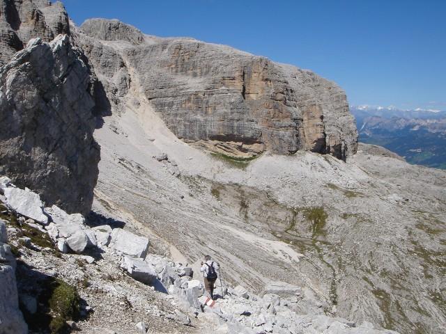 Foto: Manfred Karl / Klettersteig Tour / Piz Boè (3152m), Via ferrata Cesare Piazzetta / Zurück auf dem Weg Nr. 626, Blick zur Schuttrinne der Gran Valacia (Abstieg c.) / 23.09.2008 19:11:11