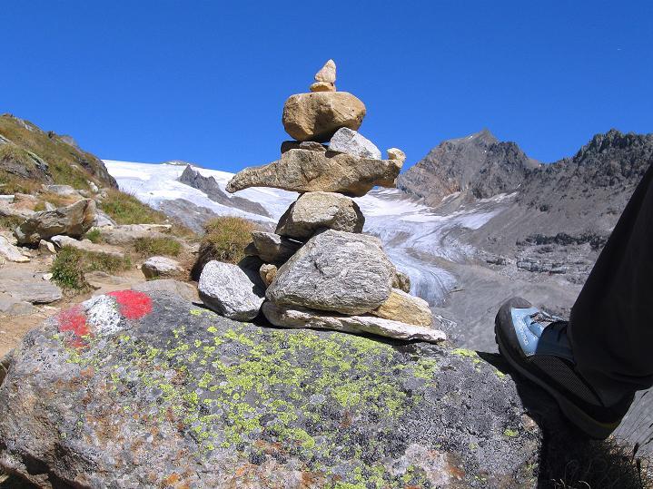 Foto: Andreas Koller / Wander Tour / Schwarze Wand und Hoher Zaun - stille Gipfeltour vom Defregger Haus (3507 m) / Steinmann im Anstieg zum Defregger Haus / 24.09.2008 00:06:10