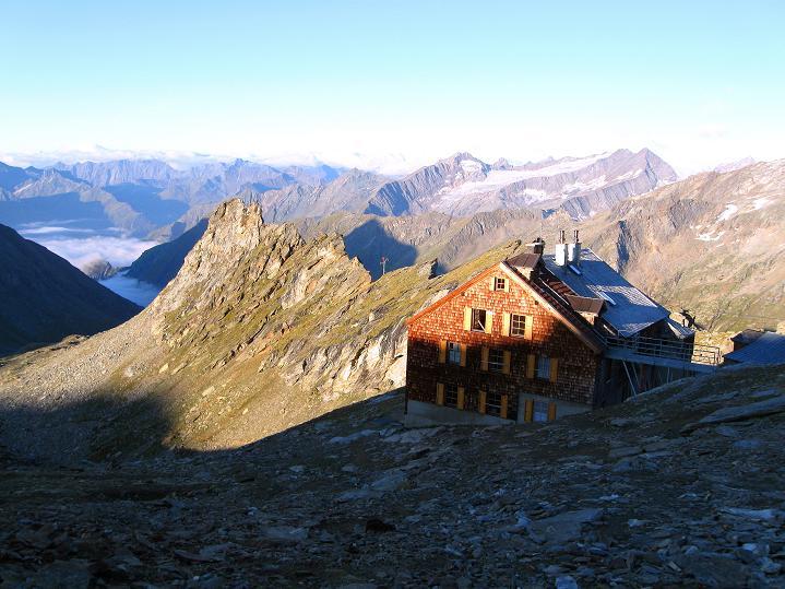 Foto: Andreas Koller / Wander Tour / Schwarze Wand und Hoher Zaun - stille Gipfeltour vom Defregger Haus (3507 m) / Defregger Haus bei Sonnenaufgang / 24.09.2008 00:02:28