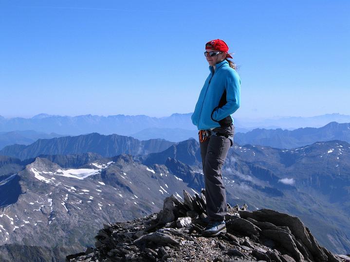 Foto: Andreas Koller / Wander Tour / Schwarze Wand und Hoher Zaun - stille Gipfeltour vom Defregger Haus (3507 m) / Weit reicht der Blick von der Schwarzen Wand nach O / 23.09.2008 23:54:16