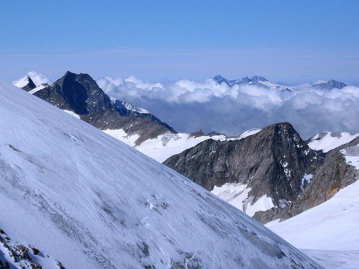 Foto: Andreas Koller / Wander Tour / Schwarze Wand und Hoher Zaun - stille Gipfeltour vom Defregger Haus (3507 m) / Blick am Rainerhorn vorbei in die westliche Venedigergruppe / 23.09.2008 23:52:46