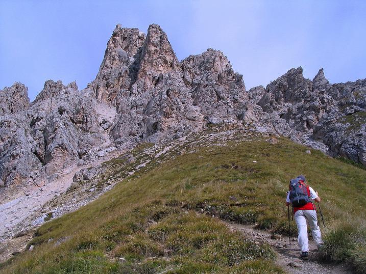 Foto: Andreas Koller / Klettersteig Tour / Ferrata Cir V (2520m) / Annäherung an die Cirspitze V / 24.09.2008 00:47:50