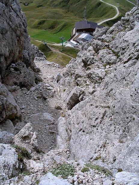 Foto: Andreas Koller / Klettersteig Tour / Ferrata Cir V (2520m) / Die steile, ungesicherte Zustiegsrinne / 24.09.2008 00:47:35