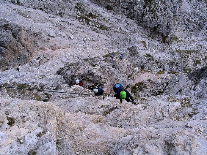 Foto: Andreas Koller / Klettersteig Tour / Ferrata Cir V (2520m) / Tiefblick in die exponierte SO-Wand-Passage / 24.09.2008 00:45:22