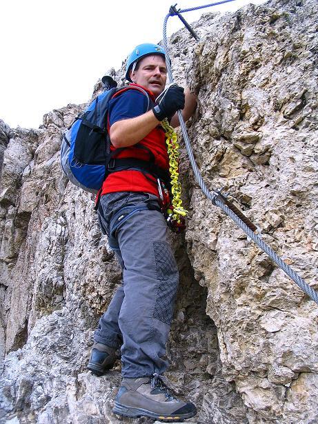 Foto: Andreas Koller / Klettersteig Tour / Ferrata Cir V (2520m) / Der letzte steile Aufschwung zum S-Grat / 24.09.2008 00:44:05